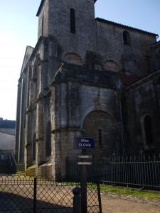 Allée Clovis et Eglise St-Hilaire DSCF1965