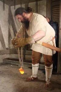 028 Le creuset doré par les flammes